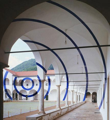 '2004 archi e corone (Monte Carasso, Switzerland) - Felice Varini'--Photo and caption courtesy of poeticminds.co.uk